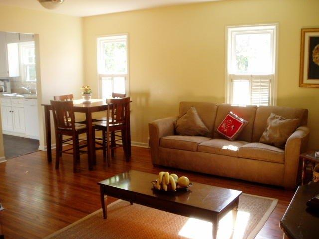 2342 Storm St - spacious living room