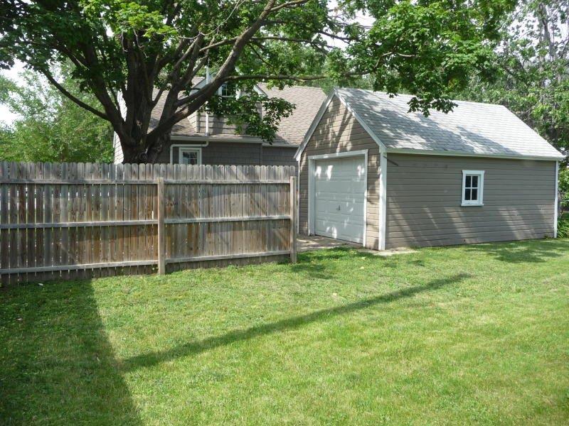 2342 Storm St - spacious backyard