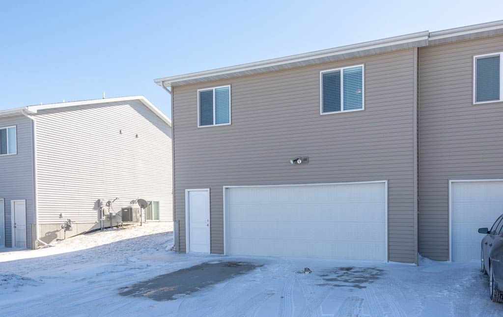 3719 Marigold Drive - Townhome for Rent - attached garage