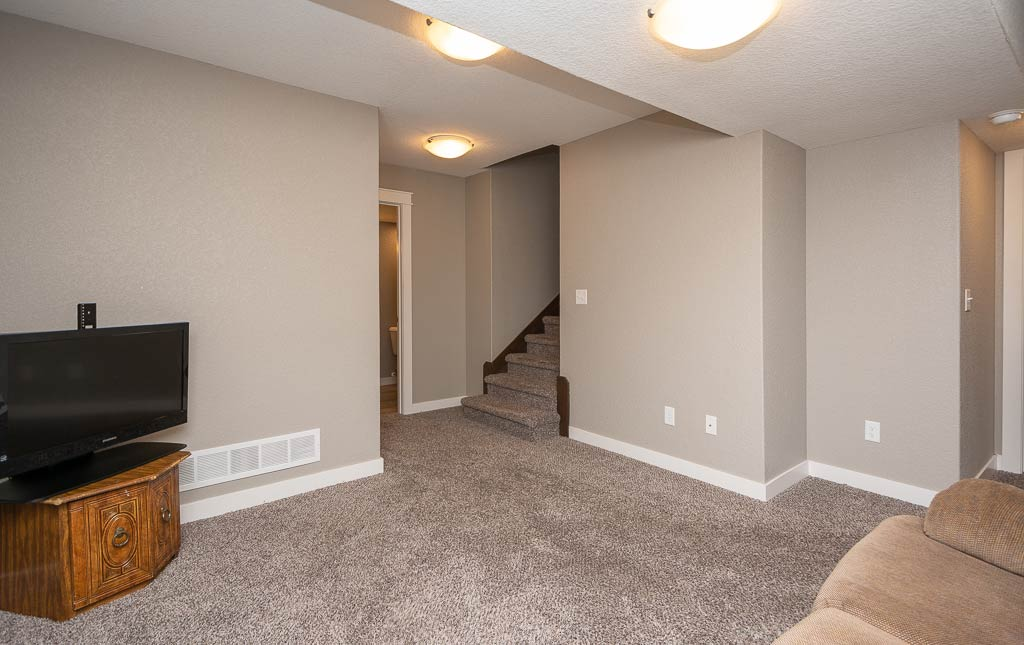 3724 Marigold Drive - Townhome for Rent - Basement living space