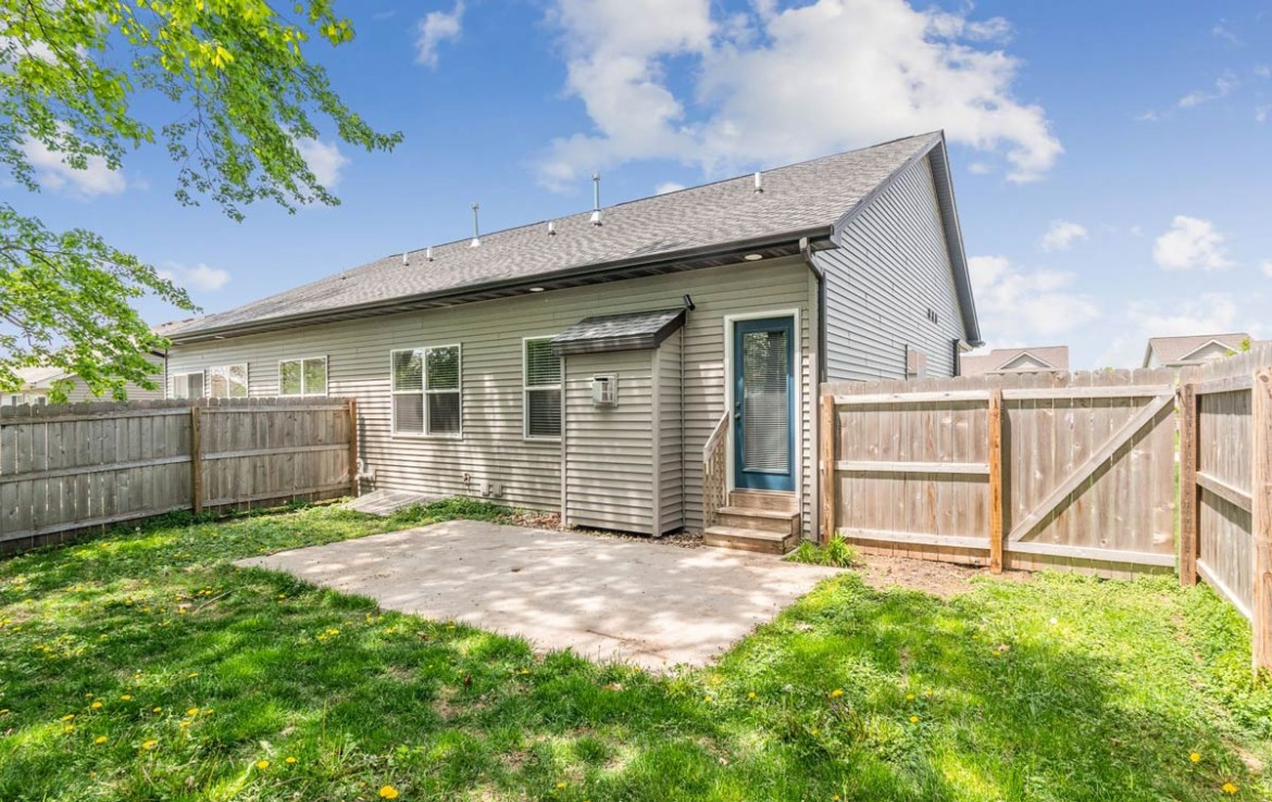 3806 Marigold Drive - Townhome for Rent - fenced in backyard