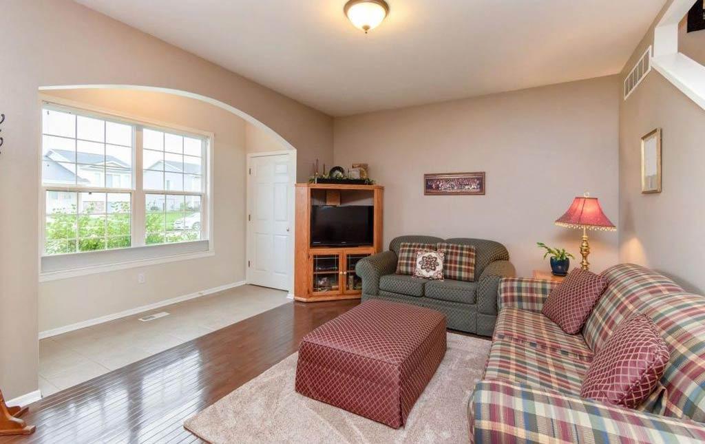 3838 Marigold - Rental Home - living room