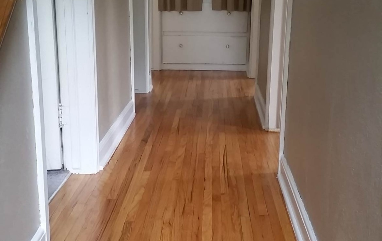 3107 Lincoln Way - upstairs hallway