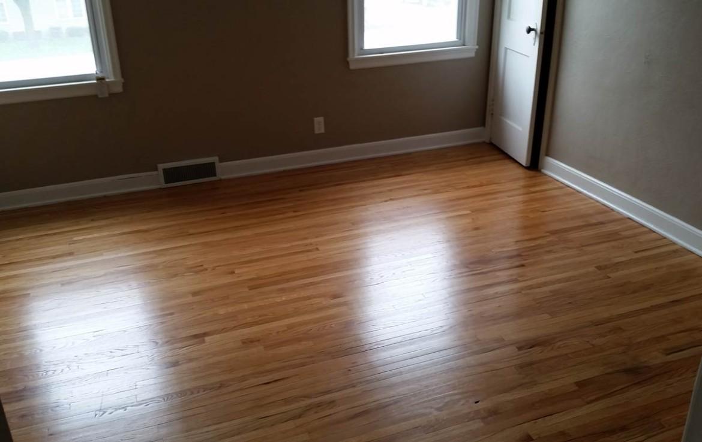 3107 Lincoln Way - bedroom with hardwood floors